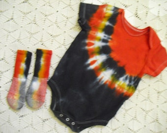 "Tie dye 12 month bodysuit / socks ""Feathered"" in Thanksgiving, Autumn, Halloween"
