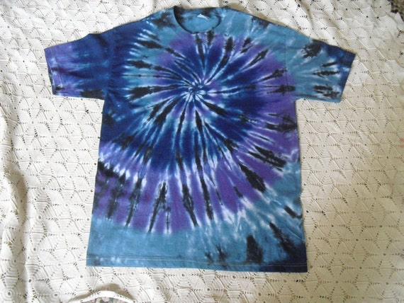 Tie dye Adult Large shirt spiraled in teal, blue and purple, then swirled in black