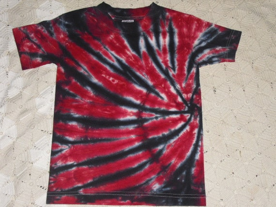 Tie Dye Tshirt Youth Small Swirled In Red And Black By