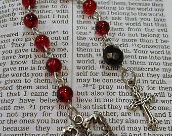 Red and Black Glass Beaded Mini Single Decade Rosary Chaplet Crown