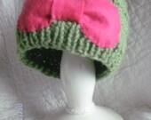 Brigth Leaf Green Beanie with a Pink Bow
