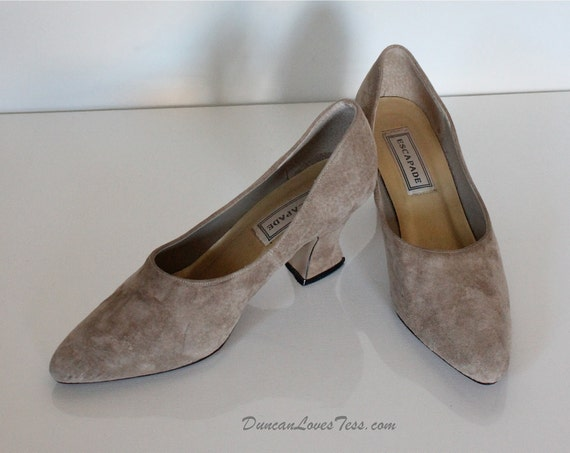 Suede Shoes / Vintage Taupe Pumps / DONT' STEP ON / Size 8 Slip Ons / Escapade