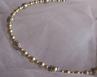 Ivory Pearl Wedding Headband - Ivory Pearl Bridesmaid Tiara - Flower Girl Circlet - Vintage Inspired Wedding