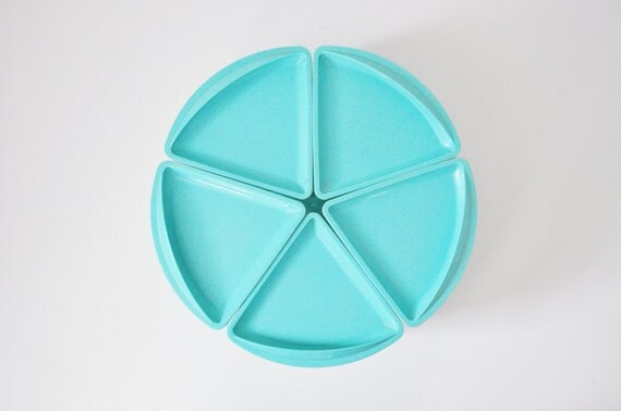 Turquoise Rubbermaid Serving Dish / Lazy Susan