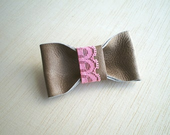 Beige leather bow brooch with pink lace