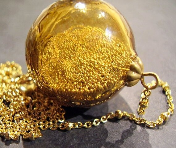 Golden Sparkle Globe - Necklace