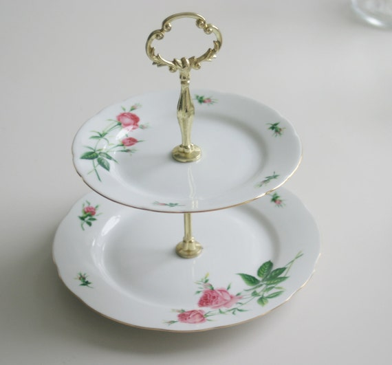 Pretty christineholm porcelain two tier cake stand for Pretty cake stands