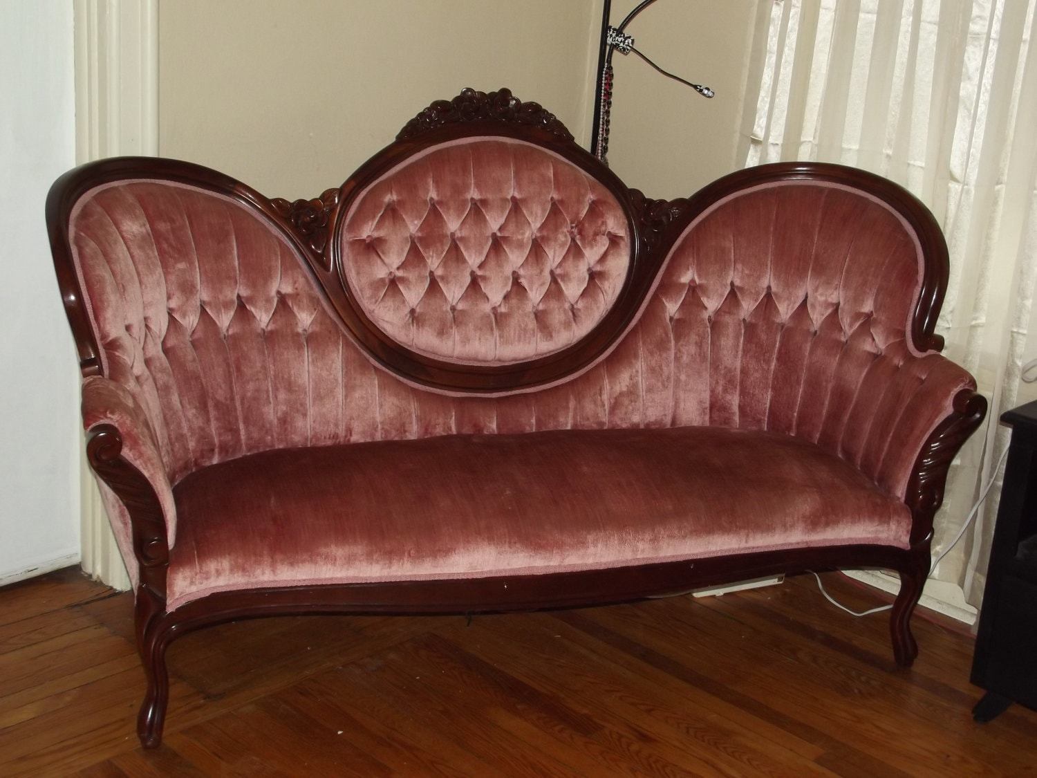 Victorian couch Antique loveseat styles