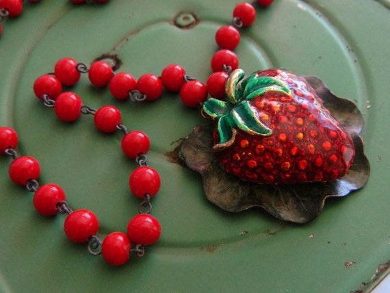 Strawberry Necklace, Retro Red Necklace, Vintage Strawberry Necklace, Enamel Strawberry, Retro Jewelry, Vintage Jewelry, Shabby Chic Jewelry