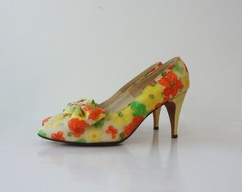 Vintage 60s Tea Party Yellow Pumps with Bow