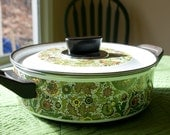 CLEARANCE SALE Green paisley enamel pot with lid