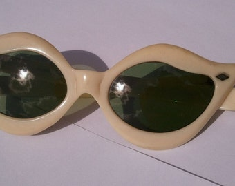 VintagePearl Cream Off-White 1950s 1960s Sunglasses Antique
