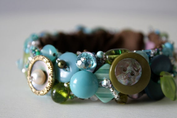 Vintage Button Jewelry Bracelet, Retro Button's  - - Sage Green & Turquoise Blue - Stretch