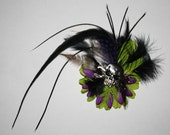 Flower hair clip with real feathers and metal skull in the center