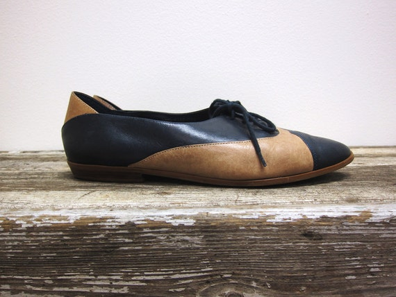 Navy Leather Oxfords with Tan Lace Up Vintage Womens Shoes Size 10
