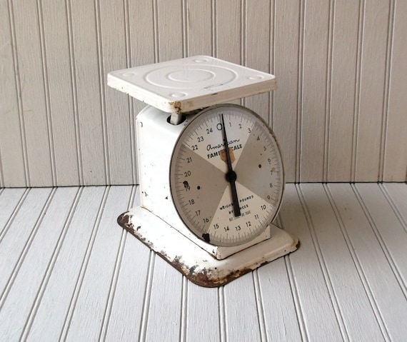 vintage american family kitchen scale - white and rust