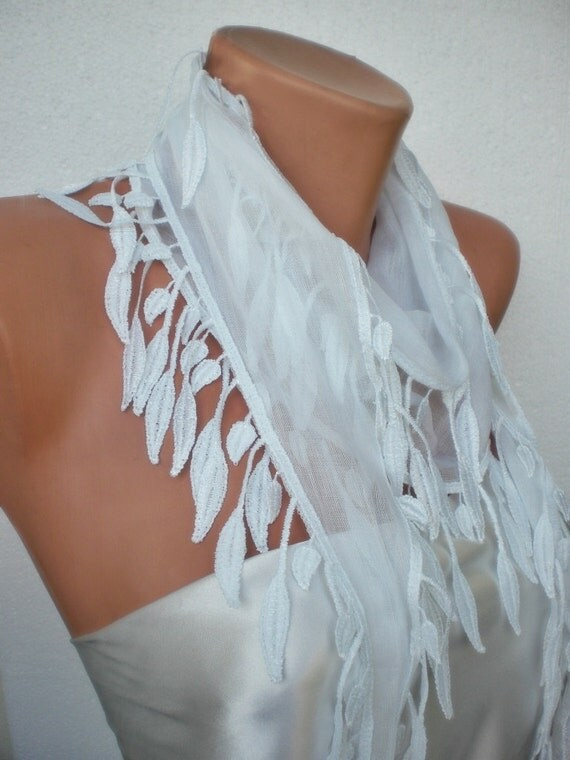 Snow White Scarf with lace