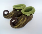 Felted slippers brown and green Elf shoes House shoes Fairy shoes Gnom shoes