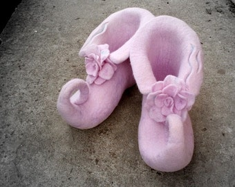 Felted light pink slippers with flower House shoes Elf shoes Fairy shoes