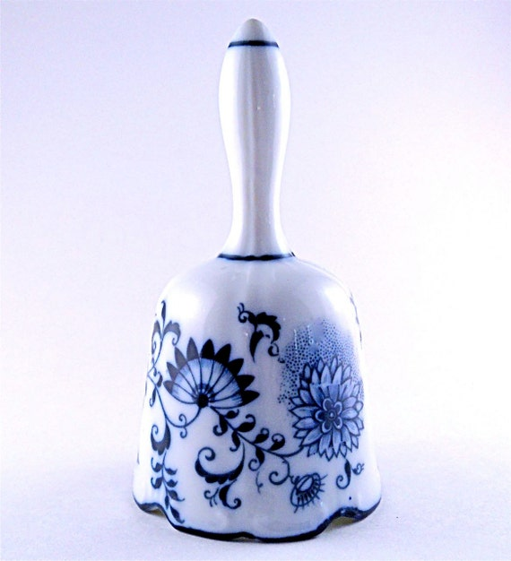 Blue and White Bell Vintage with a lovely tone