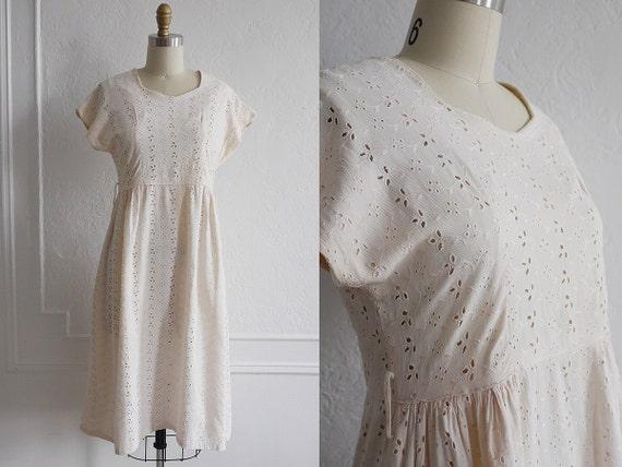 1940s Dress / 40s Cotton Dress / Eyelet Lace 1940s Dress / Vintage Fashion