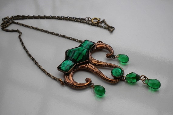 Reserved for Thunkinduncan1920's Art Deco Vauxhall Green Glass Necklace
