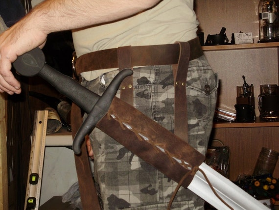 Leather scabbard to be put on a belt for latex sword, perfect for reenactment and LARP
