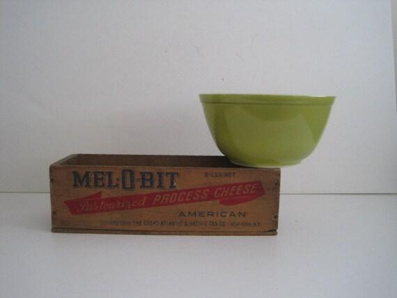 Vintage Pyrex Bowl Number 402