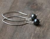 Black Pearl Earrings // Long Elegant Sterling Silver Drop Earrings // Freshwater Pearls