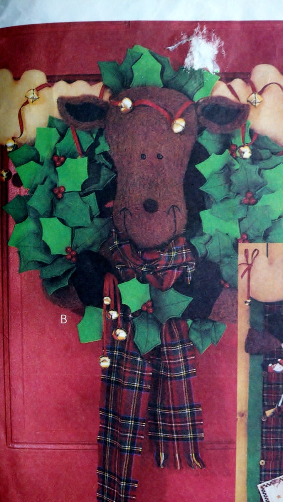Christmas Decorations Sewing Pattern - Stockings, Wreath & Moose Card Holder McCall's 3427