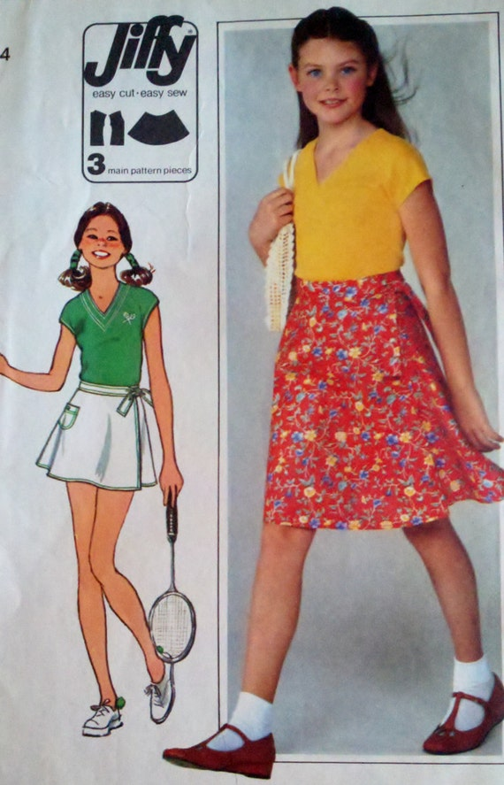 Simplicity 8095 Vintage 1970's Sewing Pattern Girl's Front Wrap Skirt and V Neck Top Bust 30-32""