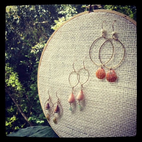 Displayed In This Embroidery Hoop Is A Fantastic: Chic Burlap Earring Holder Display On Embroidery Hoop