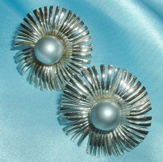 Vintage Kramer Faux Pearl Flower Earrings