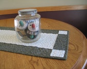 PRIMITIVE / RUSTIC Quilted Table Runner