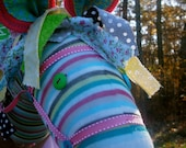 Top Selling Custom color Shaggy Raggy Stick Horse Great Gift and great for boutiques