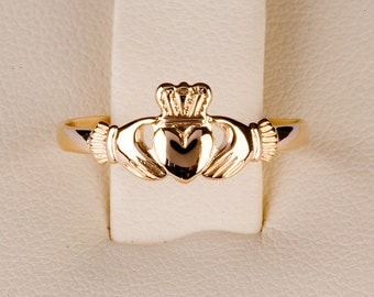 claddagh ring...9ct small size