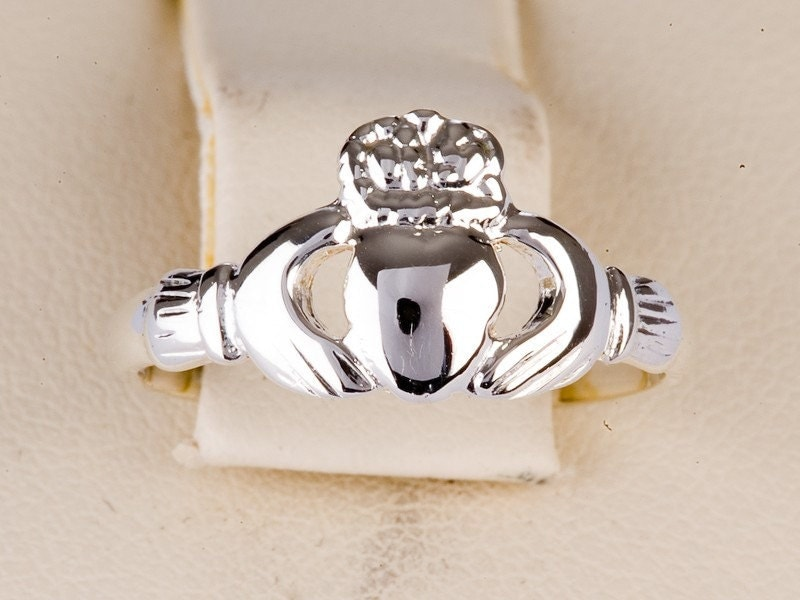 claddagh ring antique style