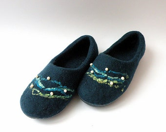 Felted slippers Depths
