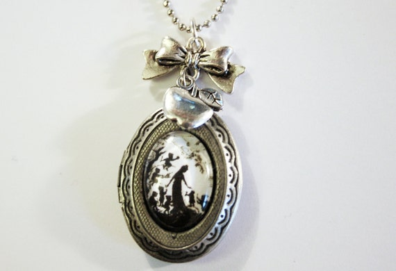 Snow White Silhouette Locket silvercolored - Fairy tale special gift sister friend mother daughter necklace jewelry