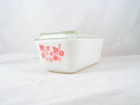Pyrex Gooseberry Lidded Refrigerator Dish White Milk Glass with Pink
