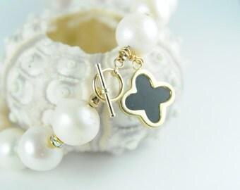 Bracelet, Jewelry, Bridal Jewelry, Tuxedo Black and White Clover Pearl Bracelet in Gold