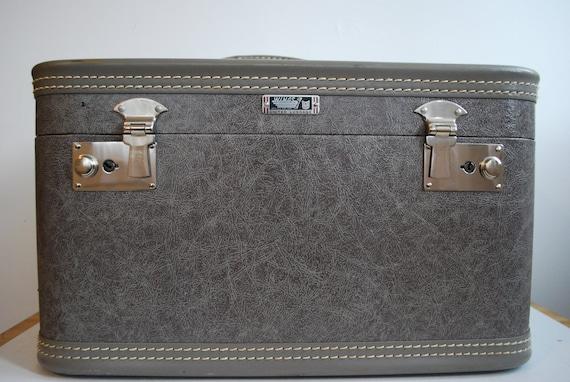 Gray Traincase, suitcase, luggage