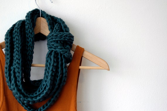 The Tether Scarf in emerald green