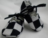 Black and white checkered felt baby booties size 0-3 months