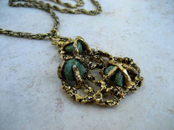 Vintage Pendant Necklace Green Agate Stone Brutalist Antiqued Gold Tone