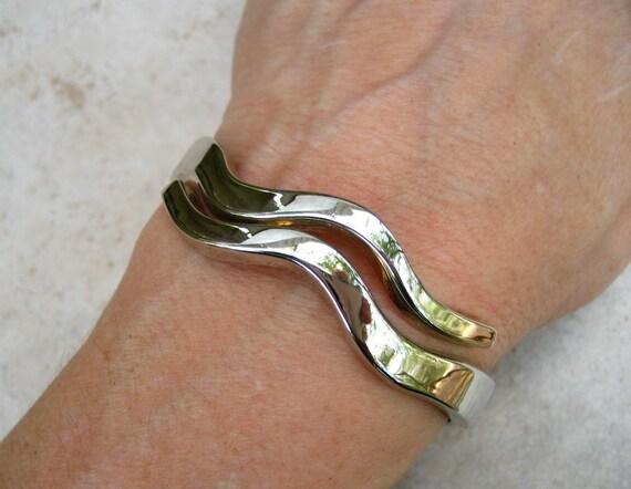 Vintage Modernist Bracelet Silver Tone Wave Clamper Cuff