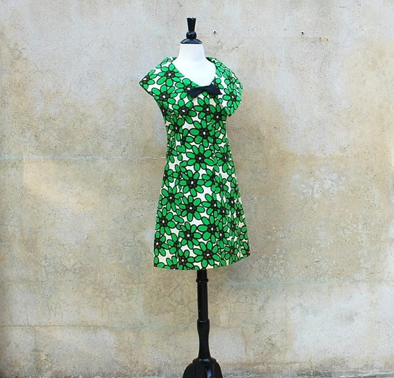 1960s MOD flower power mini dress - 60s Mam'selle by Betty Carol green and white graphic mini dress - small / medium