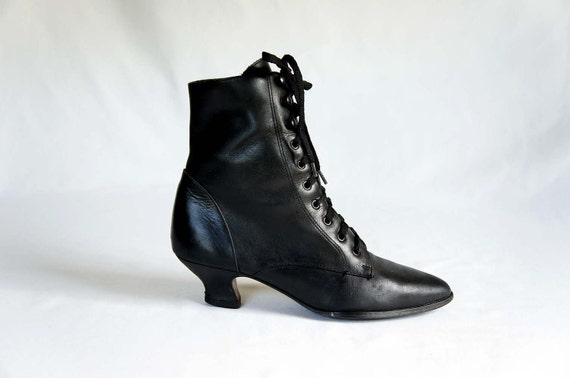 Vintage Granny Lace Up Ankle Boots In Black Leather With A