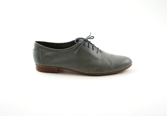 s oxford dress shoes in a soft grey leather with