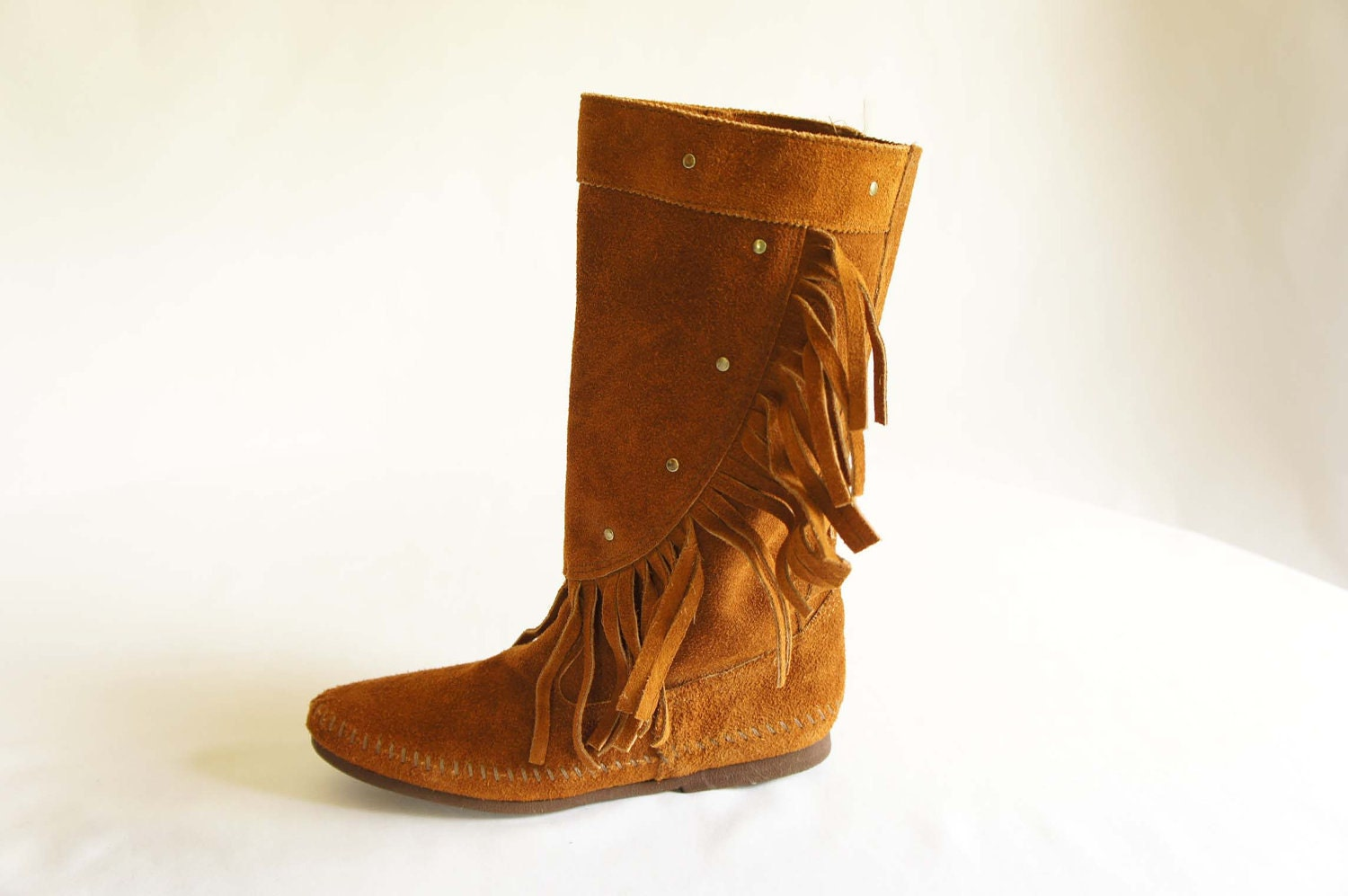 vintage minnetonka moccasin fringe boots in a brown leather